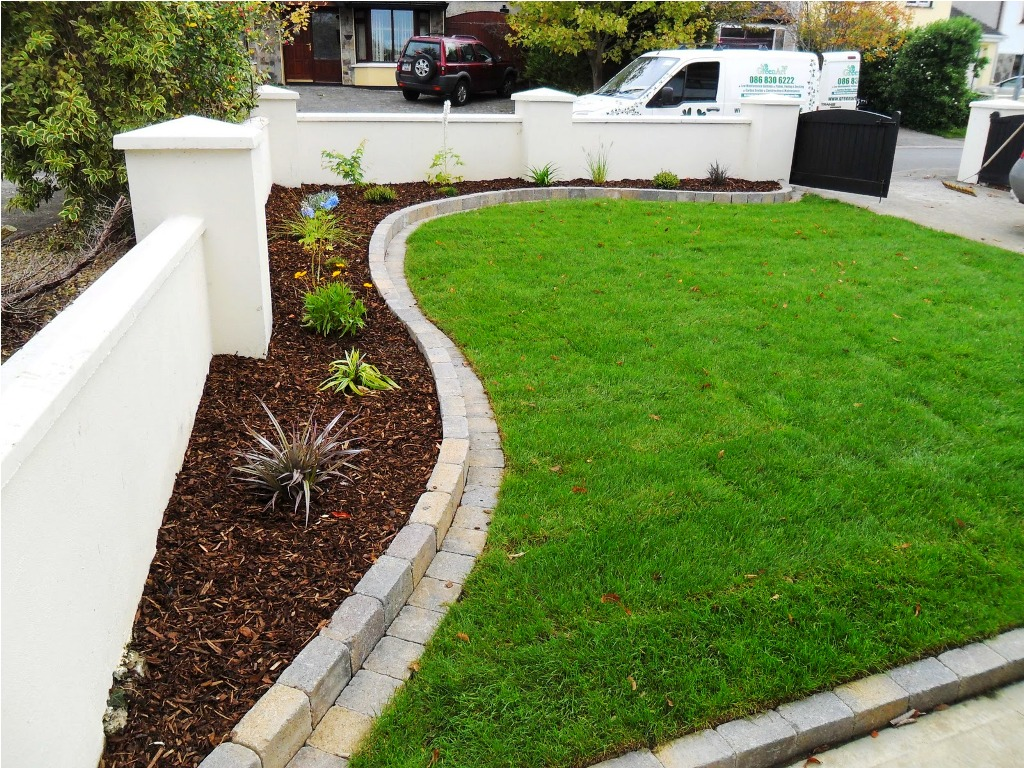 picture of new lawn installation and paving edges